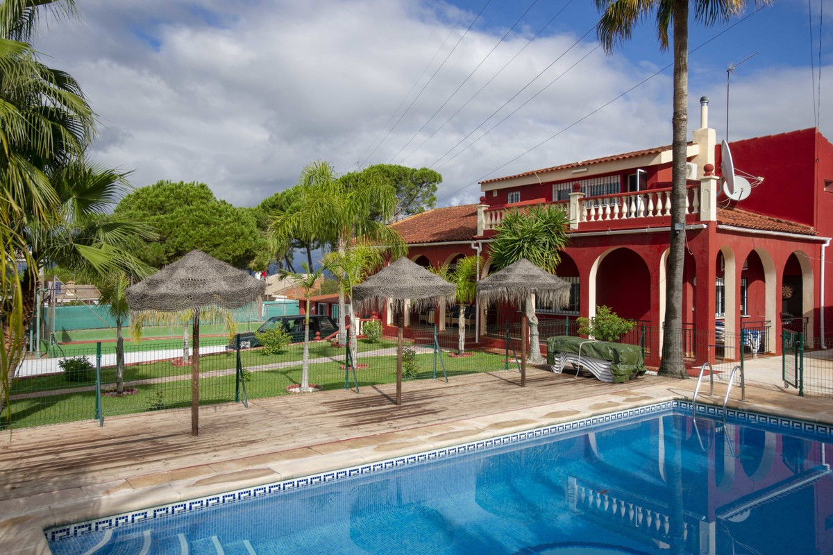 Magnificent independent villa located on the outskirts of the pretty town of Alharuin de la Torre. T, Spain