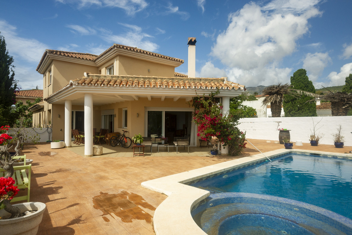 Villa  Detached 													for sale  																			 in El Pinillo