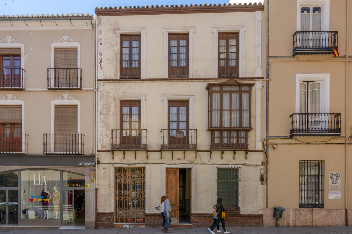 Antequera is buzzing and thriving. Right in the heart of this historic city, this former family home,Spain