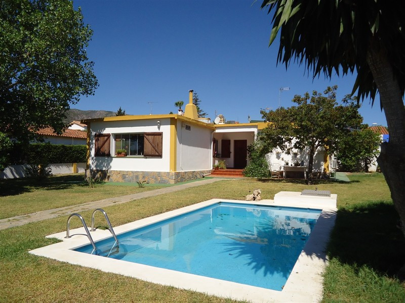 Charming bungalow in Cortijo de Maza urbanization. This bright and spacious one level property is lo, Spain