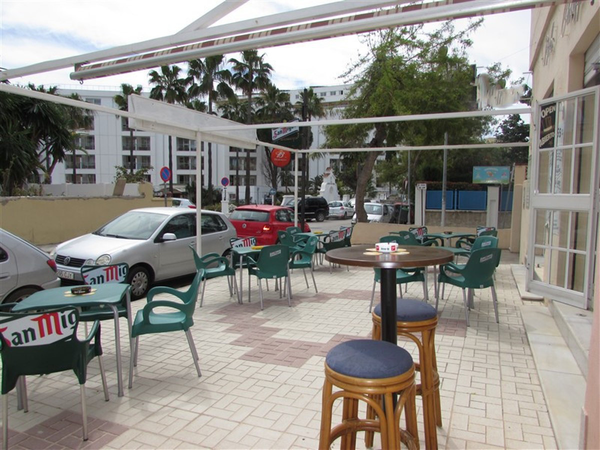 Freehold of a busy bar close to the beach in Torremolinos and surrounded by popular hotels. In the z, Spain