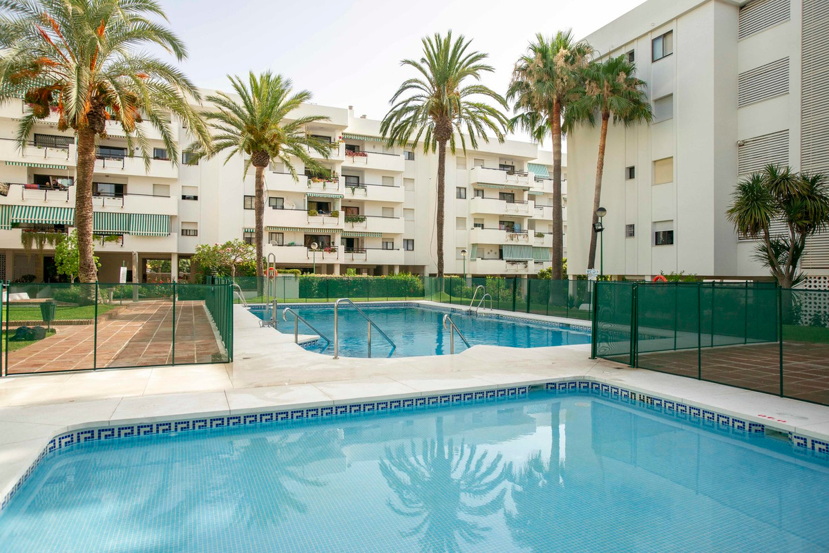 Excellent three bed apartment with expansive west facing terrace in the highly sought after Carihuel, Spain