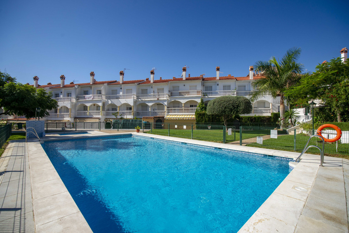 Situated in a popular small community with lovely gardens and family pools this large townhouse is l,Spain