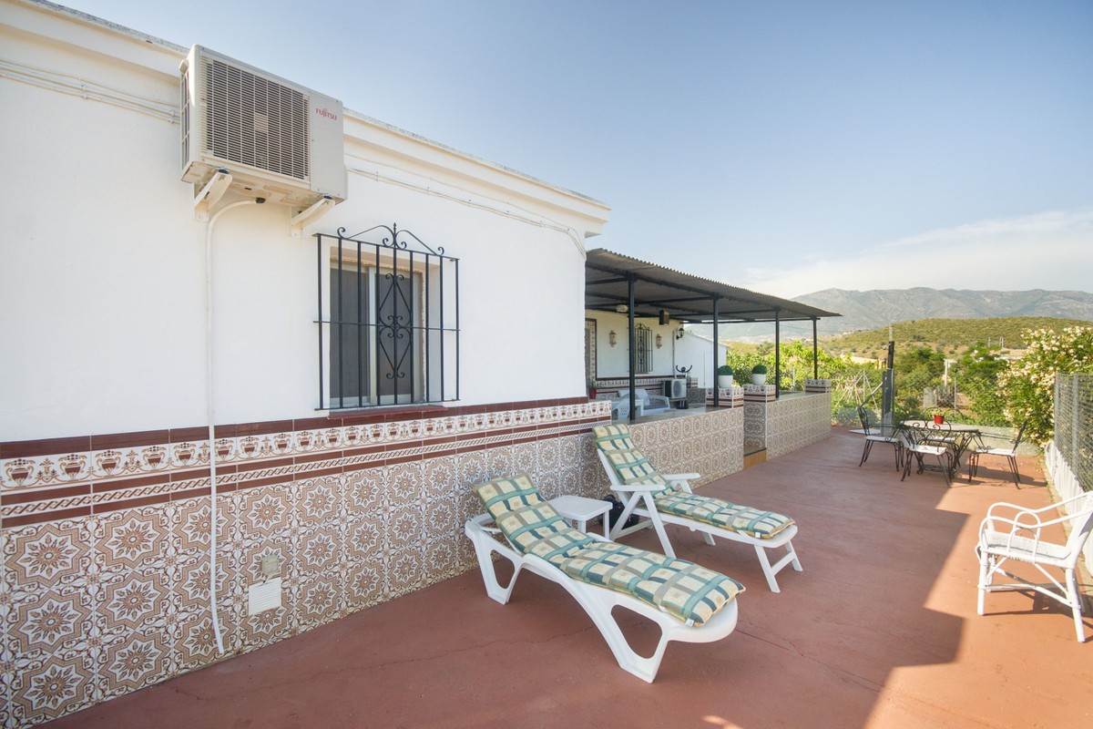 Charming little finca with lots of land. Could make a great place to keep animals. Not too far out a, Spain