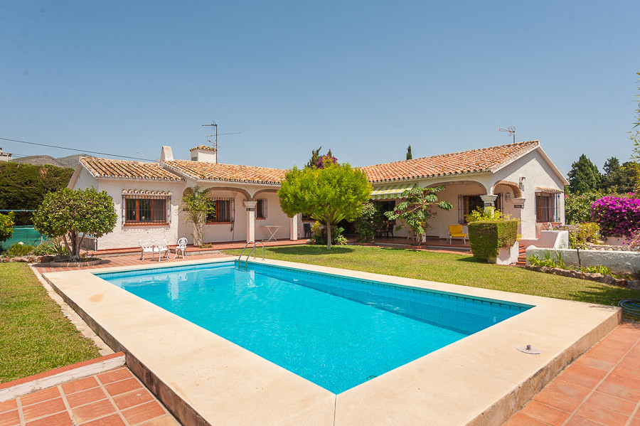 Wonderful family villa on a large plot with private orchard, fruit trees and an inviting private poo, Spain
