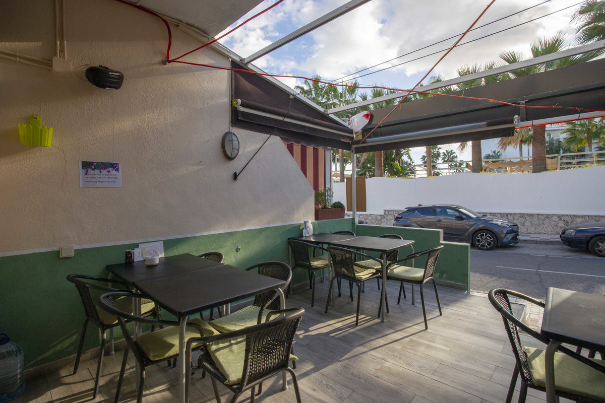 Freehold commercial unit currently leased as an international bar on the Paseo Maritimo  in Montemar,Spain