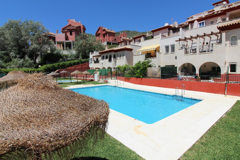 Lovely apartment with two bedrooms. and two bathrooms, large swimming pool belonging to the owner´s ,Spain