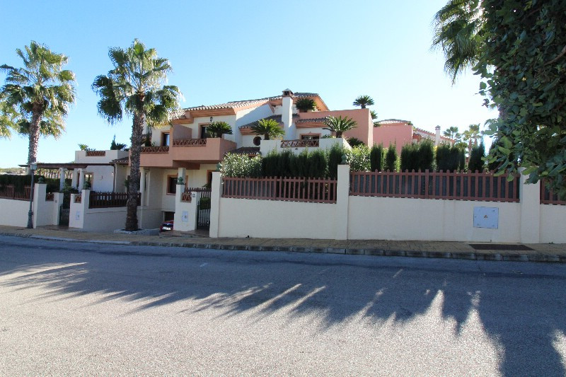 Very large semi detached townhouse in the beautiful gated urbanisation Urb. Los Nebrales on the outs, Spain