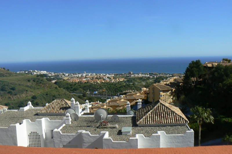 Beautiful penthouse big and spacefull, located at Calahonda with fantastisk views to the sea. The ap,Spain