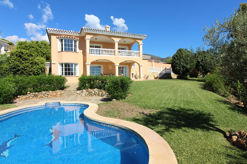 Fantastic VILLA, with an unbeatable view, in the very right location. View down the valley to the Me,Spain