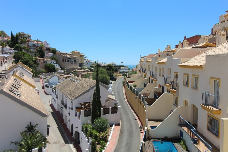 Large spacious townhouse with private pool, views to the Mediterranean and down through the area. Th,Spain