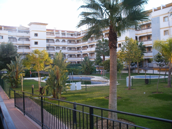 Nice apartment with 2 bedrooms, 2 bathrooms (one en-suite),  fully fitted kitchen and nice living / , Spain
