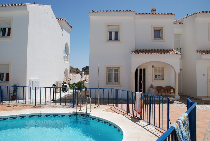 Lovely townhouse reasontly built with good quality materials, underfloorheating through out, Private, Spain