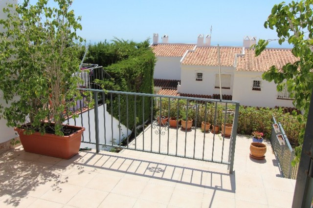 Large nice townhouse with beautiful sea view located in Benalmadena within walking distance to Benal,Spain
