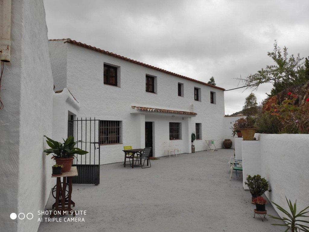We offer this particular Spanish Finca situated very close to the Almogia. Only 45 min. drive from M,Spain
