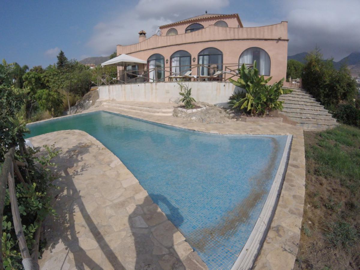 Villa 4 Dormitorios en Venta Benalmadena Pueblo