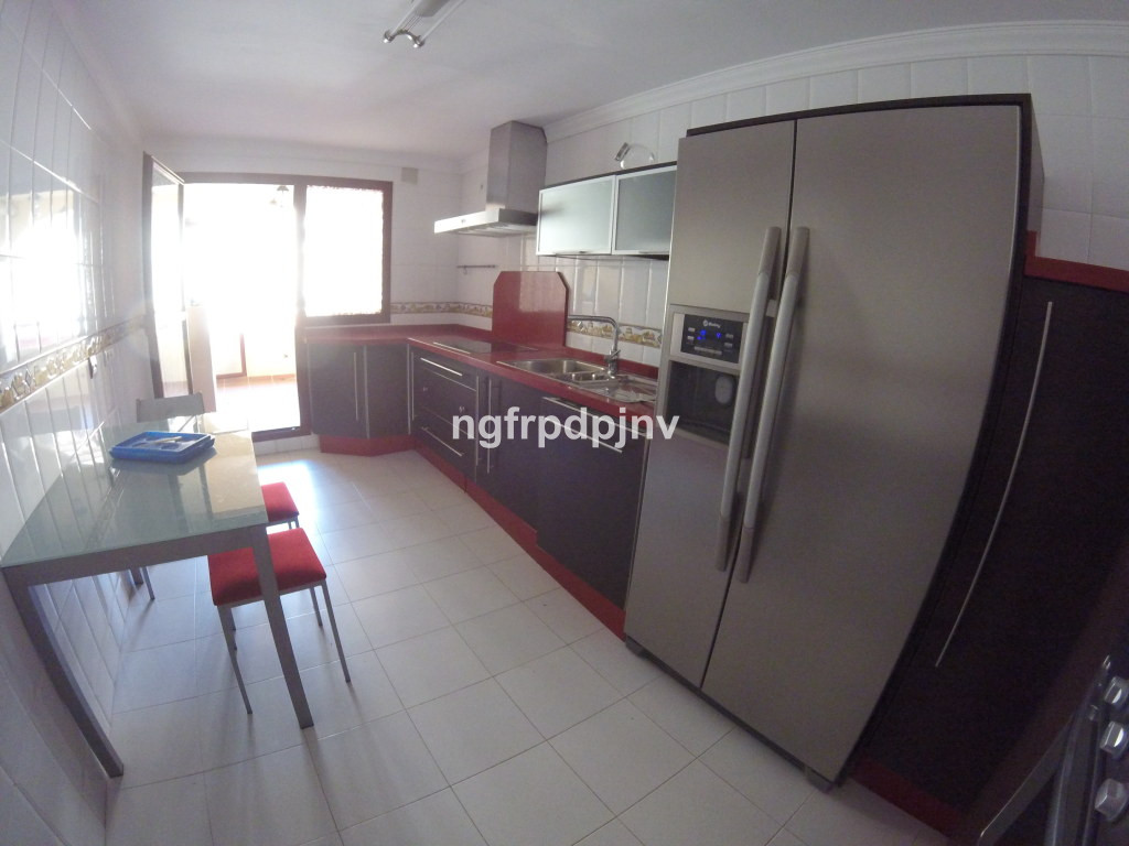 Nice apartment , only a few minute walk to the centre of Arroyo de la miel, shops , bars, restaurants, supermarkets, bus stop and train station.   Middle Floor Apartment, Benalmadena Costa, Costa del Sol. 3 Bedrooms, 2 Bathrooms, Built 120 m², Terrace 6 m².  Setting : Town, Commercial Area, Close To Shops, Close To Town, Close To Schools, Urbanisation. Orientation : North, South. Condition : Good. Views : Urban, Street. Features : Lift, Fitted Wardrobes, Near Transport, Private Terrace. Furniture : Not Furnished. Kitchen : Fully Fitted. Parking : Underground, Private. Category : Resale.