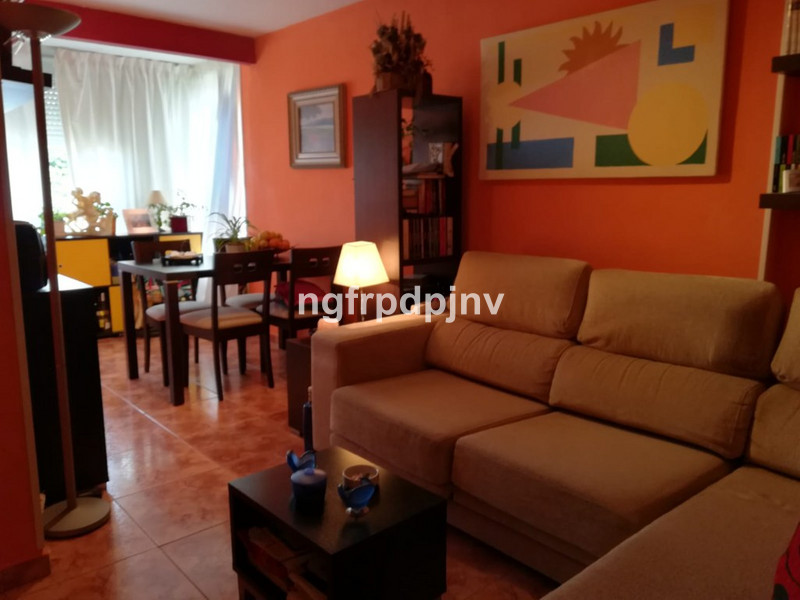 Middle Floor Apartment, Benalmadena Costa, Costa del Sol. 1 Bedroom, 1 Bathroom, Built 51 m².  Setting : Town, Commercial Area, Close To Shops, Close To Sea, Close To Town, Close To Marina, Urbanisation. Orientation : North West. Condition : Good. Pool : Communal. Views : Street. Features : Covered Terrace, Lift, Fitted Wardrobes, Near Transport. Furniture : Part Furnished. Kitchen : Fully Fitted. Garden : Communal. Parking : Street. Category : Holiday Homes, Investment, Resale.