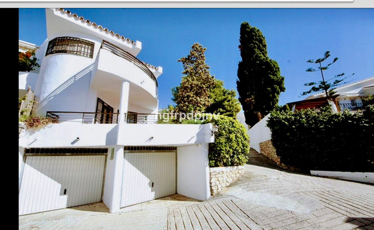 Townhouse, Benalmadena Costa, Costa del Sol. 4 Bedrooms, 2 Bathrooms, Built 210 m².  Setting : Town,, Spain