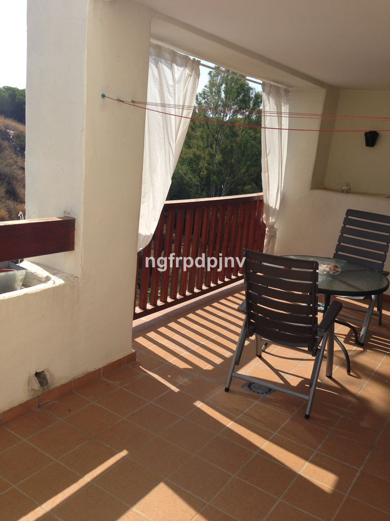 Middle Floor Apartment, Benalmadena Costa, Costa del Sol. 2 Bedrooms, 2 Bathrooms, Built 150 m², Terrace 20 m².  Setting : Town, Close To Town, Close To Schools, Urbanisation. Orientation : South West. Condition : Good. Pool : Communal. Climate Control : Air Conditioning. Views : Mountain. Features : Lift, Fitted Wardrobes, Near Transport, Private Terrace, Storage Room, Ensuite Bathroom. Furniture : Fully Furnished. Kitchen : Fully Fitted. Garden : Communal. Parking : Underground, Covered, More Than One, Private. Category : Holiday Homes, Investment, Resale.