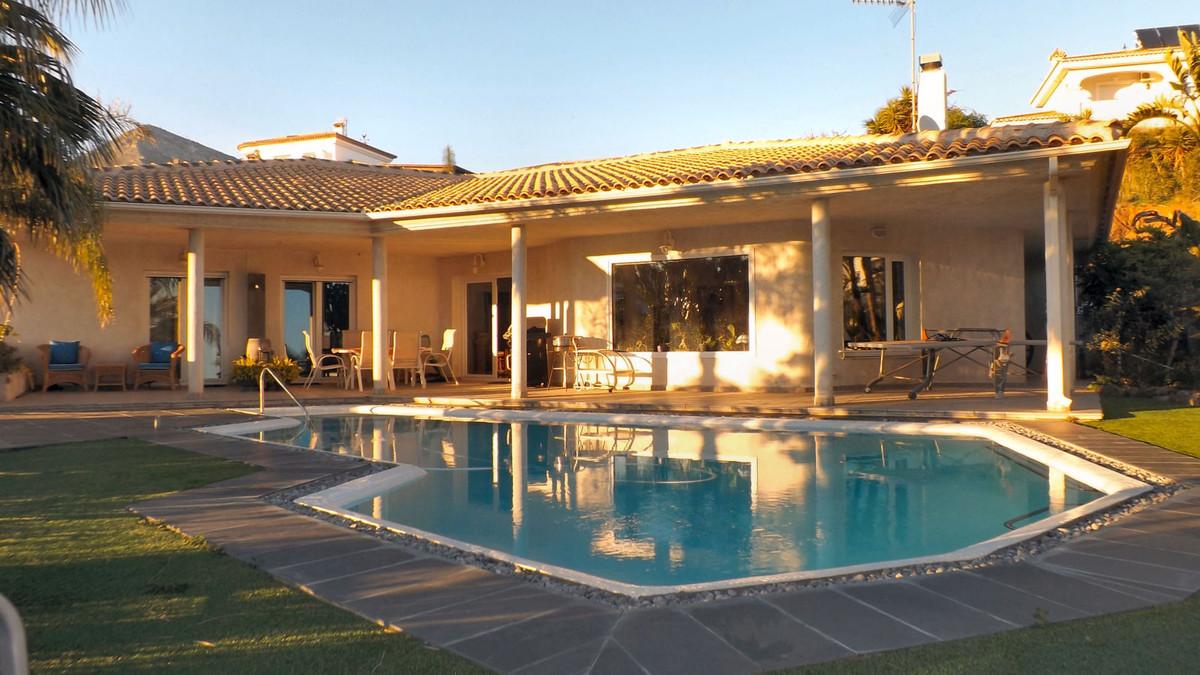 Unique villa in Benalmadena, bright and very spacious throughout. The villa has 4 bedrooms, 2 en sui,Spain