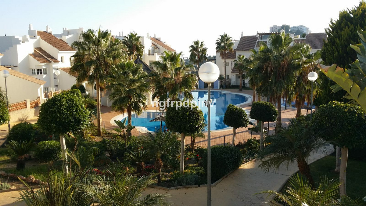 Fantastic ground floor in a private urbanization consisting of four swimming pools, two children and,Spain