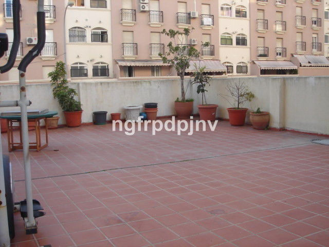 Nice apartment with 4 bedroom, a bathroom and a toilet, kitchen, lounge and a large terrace. Located,Spain