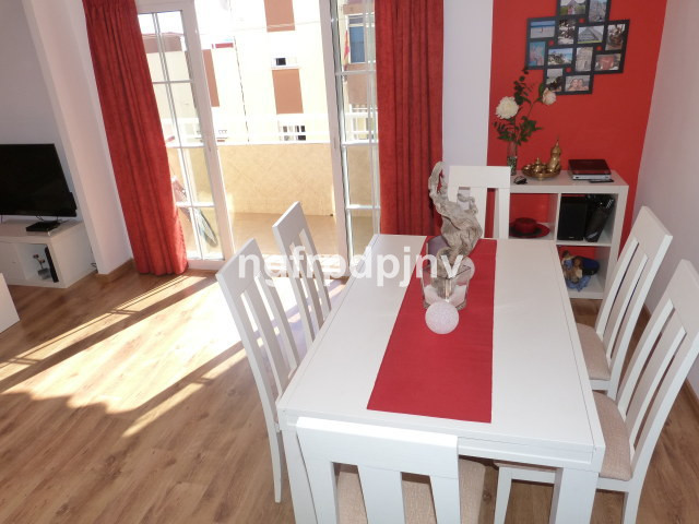 An apartment built years ago but completely renovated just 4 years ago. Spacious flat, nicely decora,Spain