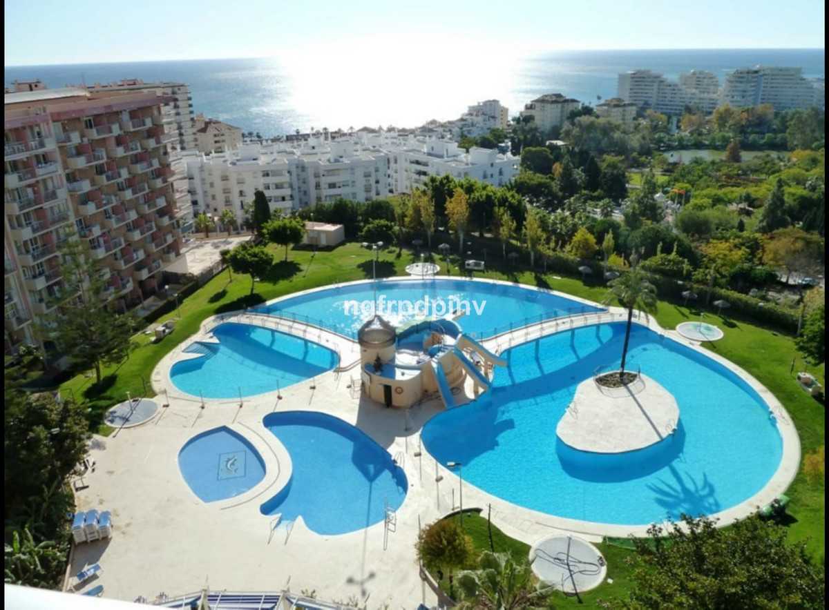Middle Floor Apartment, Benalmadena Costa, Costa del Sol. Built 31 m², Terrace 3 m².  Setting : Town, Commercial Area, Close To Shops, Close To Sea, Close To Town, Close To Schools, Urbanisation. Orientation : West. Condition : Excellent. Pool : Communal, Children`s Pool. Views : Sea, Mountain, Garden, Pool. Features : Lift, Fitted Wardrobes, Near Transport, Private Terrace, Disabled Access, 24 Hour Reception. Furniture : Fully Furnished. Kitchen : Fully Fitted. Garden : Communal. Parking : Street. Category : Holiday Homes, Investment, Resale.