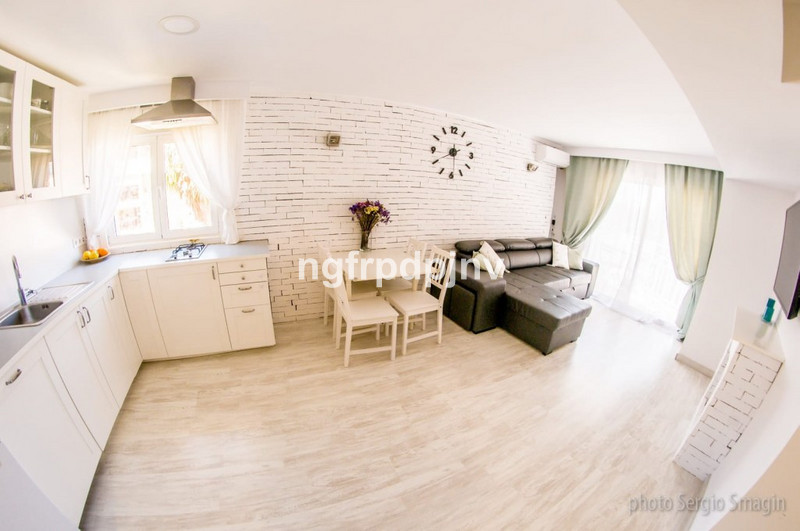 Totally refurbished 2 bed 2 bath apartment in the centre of Arroyo de la miel.  Middle Floor Apartment, Benalmadena Costa, Costa del Sol. 2 Bedrooms, 1 Bathroom, Built 70 m², Terrace 3 m².  Setting : Town, Commercial Area, Close To Shops, Close To Sea, Close To Town, Close To Schools, Urbanisation. Condition : Excellent. Pool : Communal. Views : Sea, Mountain. Features : Lift, Fitted Wardrobes, Near Transport, Private Terrace, Ensuite Bathroom, Disabled Access, 24 Hour Reception. Furniture : Fully Furnished. Kitchen : Fully Fitted. Garden : Communal. Security : 24 Hour Security. Parking : Communal. Category : Holiday Homes, Investment, Luxury, Resale.