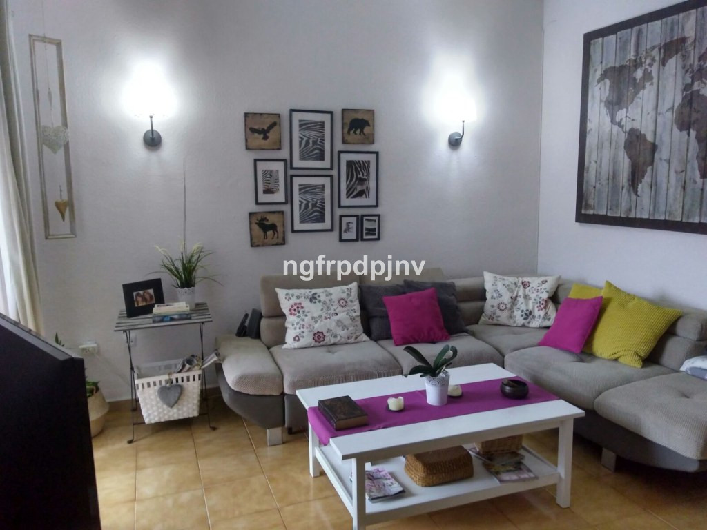 Townhouse of 3 levels:    - Ground floor, independent with kitchen , dining room, bathroom and small, Spain