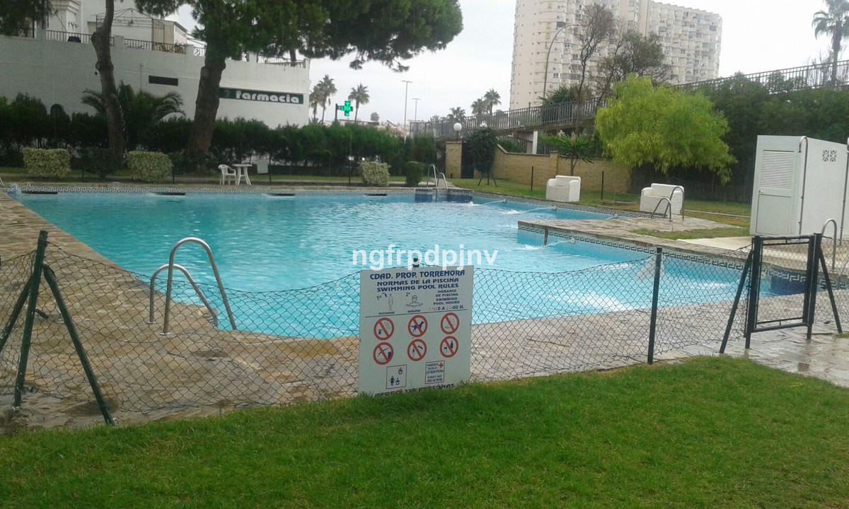 Middle Floor Apartment, Torremolinos, Costa del Sol. 1 Bedroom, 1 Bathroom, Built 38 m².  Setting : Town, Close To Shops, Urbanisation. Condition : Good. Pool : Communal. Features : Covered Terrace, Lift, Fitted Wardrobes, Near Transport. Parking : Street. Category : Holiday Homes, Investment, Resale.
