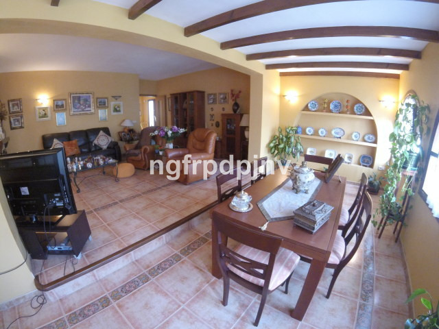 One floor villa with 4 bedrooms, 2 bathrooms, 1 toilet,big kitchen with access to a patio, spacious ,Spain