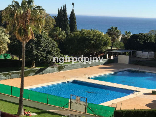 Middle Floor Studio, Benalmadena Costa, Costa del Sol. Built 32 m², Terrace 3 m².  Setting : Town, Commercial Area, Close To Port, Close To Shops, Close To Sea, Close To Town, Close To Schools, Close To Marina, Urbanisation. Condition : Good. Pool : Communal, Children`s Pool. Views : Sea, Garden, Pool. Features : Lift, Fitted Wardrobes, Near Transport, Private Terrace, 24 Hour Reception, Restaurant On Site. Furniture : Fully Furnished. Kitchen : Fully Fitted. Garden : Communal. Security : 24 Hour Security. Parking : Street. Category : Holiday Homes, Investment, Resale.