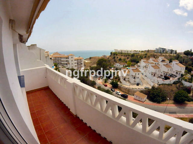 2 floor townhouse with beautiful sea views  in a nice and a quiet urbanization a around 500 metres to the beach.   Townhouse, Carvajal, Costa del Sol. 3 Bedrooms, 2 Bathrooms, Built 110 m², Terrace 40 m².  Setting : Close To Port, Close To Sea, Close To Town, Close To Forest, Urbanisation. Orientation : South. Condition : Excellent. Pool : Communal. Climate Control : Air Conditioning. Views : Sea. Features : Private Terrace. Furniture : Part Furnished. Kitchen : Fully Fitted. Garden : Communal. Parking : Open, Communal, Private.