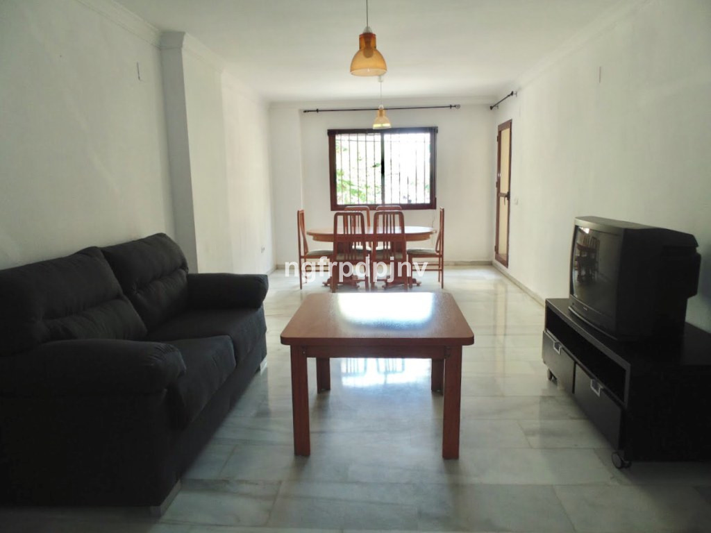 Ground floor with a large living room, three large bedrooms and two bathrooms. The rooms have fitted wardrobes and two of them have a terrace (one outside and the other at the community patio). There is also another terrace in the kitchen and another closet in the hallway. The property is near playground, supermarkets, sports center, bookstores, toy stores, beauty centres, bars, restaurants and with easy access to the motorway.  Ground Floor Apartment, Benalmadena Costa, Costa del Sol. 3 Bedrooms, 2 Bathrooms, Built 116 m², Terrace 6 m².  Setting : Town, Commercial Area, Close To Shops, Close To Town, Close To Schools, Urbanisation. Orientation : East. Condition : Good. Views : Urban, Street. Features : Lift, Fitted Wardrobes, Near Transport, Private Terrace, Restaurant On Site. Furniture : Part Furnished. Kitchen : Fully Fitted. Parking : Underground. Category : Cheap, Investment, Resale.