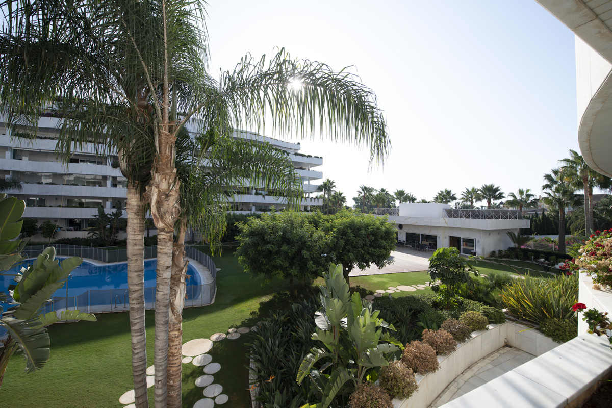Middle Floor Apartment for sale in Puerto Banús