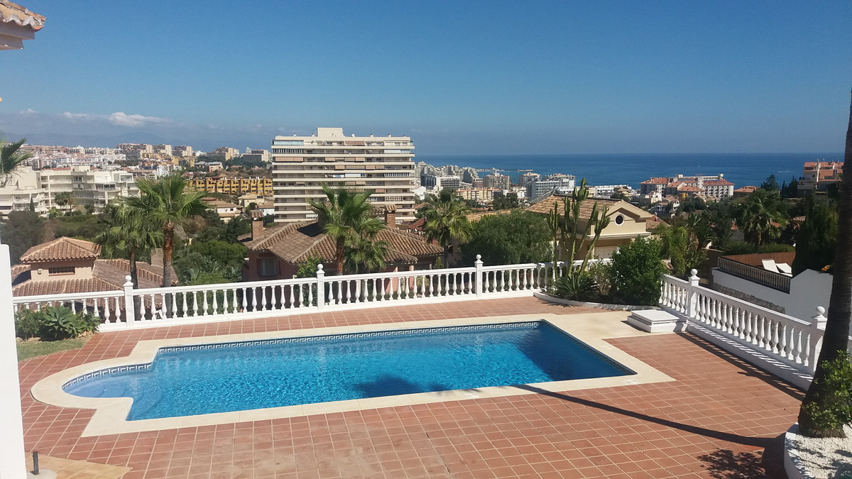 Detached Villa, Benalmadena Costa, Costa del Sol. 8 Bedrooms, 7 Bathrooms, Built 720 m², Te Spain