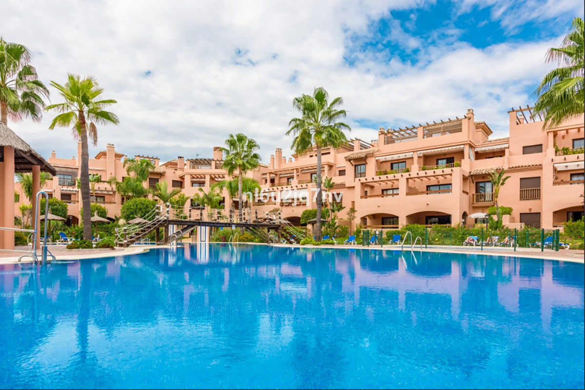 Marbella Banus Apartamento Planta Baja en Venta en New Golden Mile – R3711515