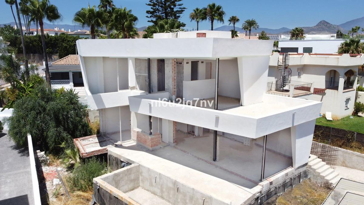 Marbella Banus Villa – Chalet en Venta en New Golden Mile – R3684929