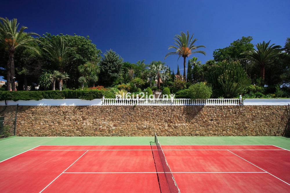 R2684501: Villa - Detached for sale in El Paraiso
