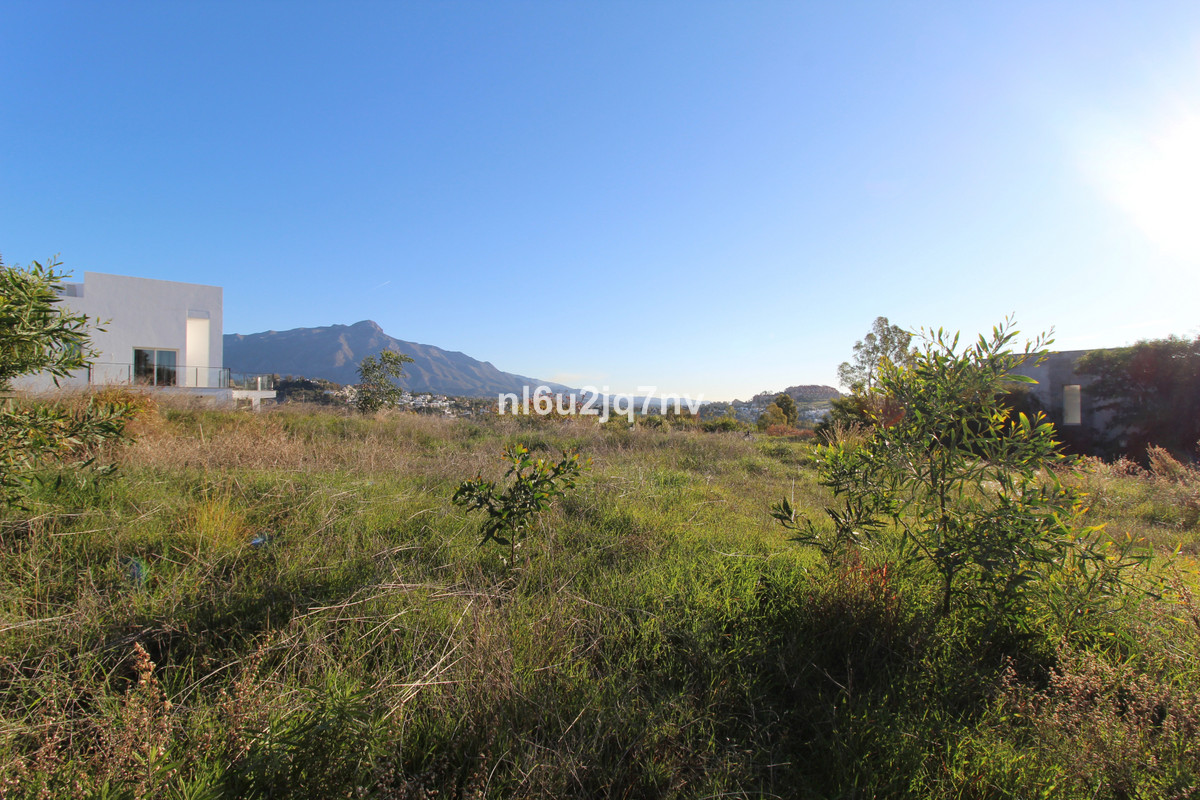 Elevated plot with open views situated in a quiet turning. The plot has a proposed project with a mo,Spain