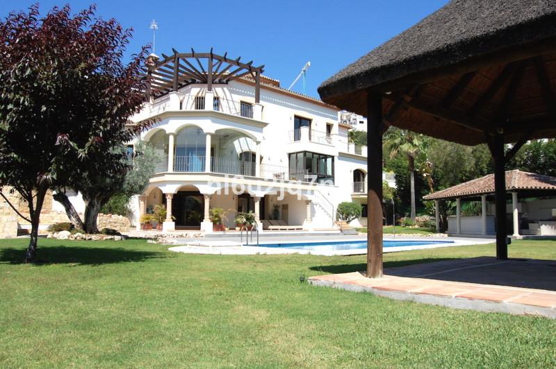 Villa 6 Dormitorios en Venta Los Arqueros