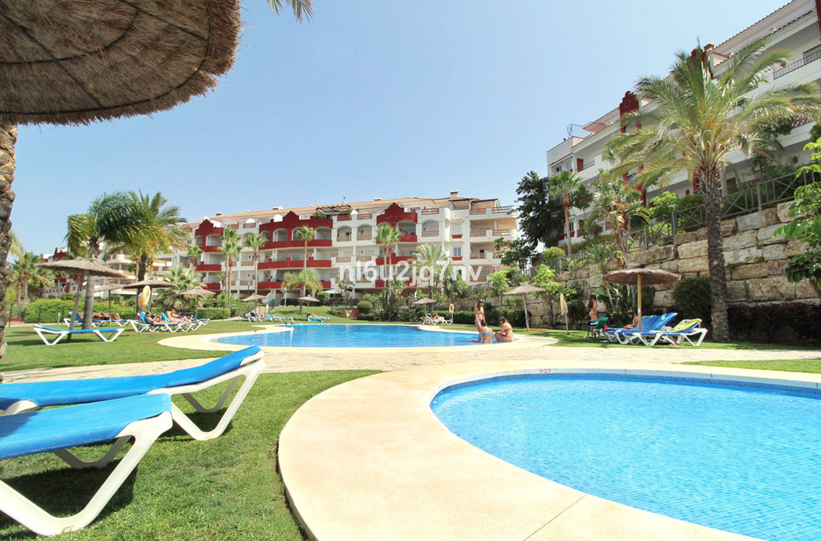 Situated frontline to the Riviera Golf course lies this beautiful development with fantastic facilit, Spain