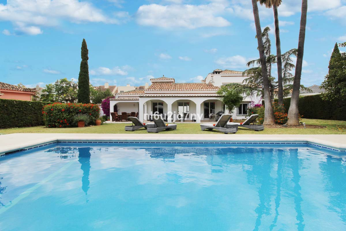 Detached 4 double bedroom which is frontline to Los Naranjos Golf course. The villa offers an excell,Spain
