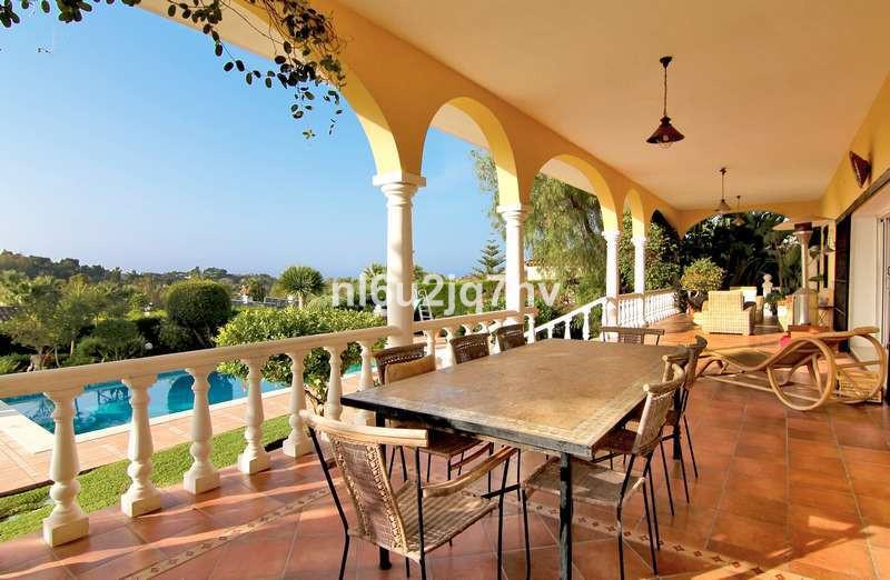R2864762: Villa - Detached for sale in El Paraiso