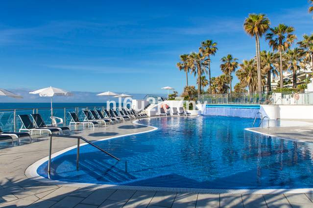 SPACIOUS 3 BEDROOM PENTHOUSE WITH HUGE ROOF TERRACE ON A LUXURY BEACHFRONT DEVELOPMENT WITH 24 HOUR ,Spain