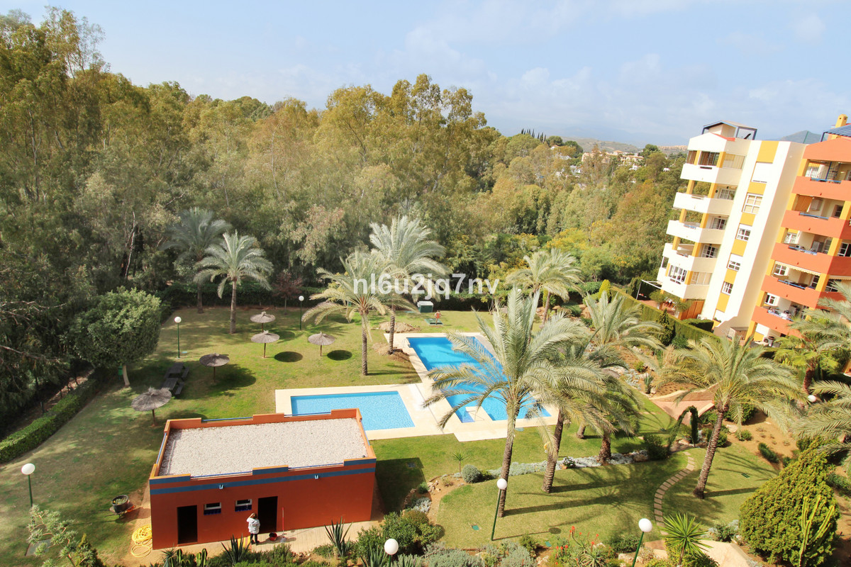 Ref:R3364231 Apartment - Middle Floor For Sale in Estepona