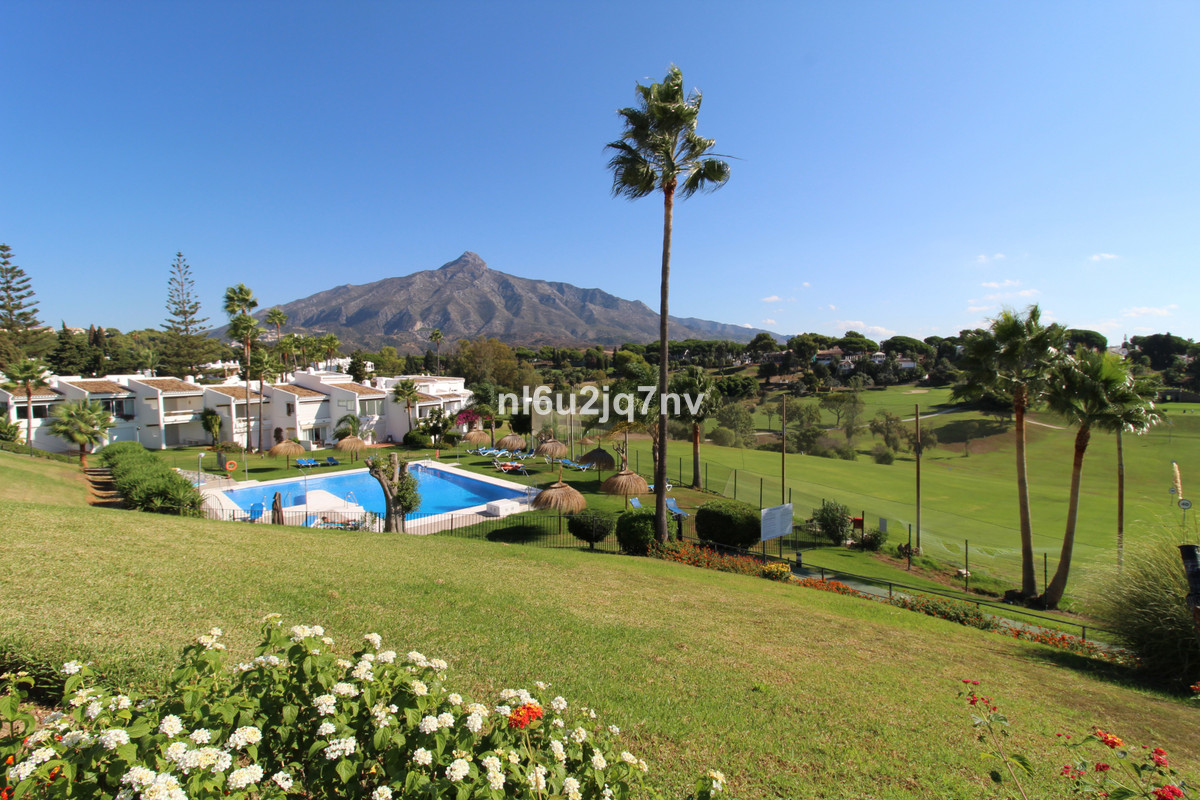 Situated overlooking the renowned Aloha Golf course and just a 4 minute walk to a large selection ofSpain