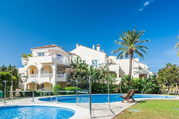 Very bright and spacious 1st floor apartment with 2 large double bedrooms and brand new large shower, Spain